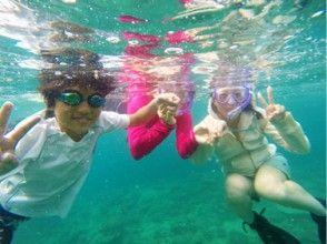 【鹿児島・奄美大島・シュノーケリング】熱帯魚と戯れながら餌やり体験♪