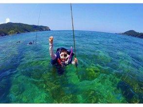 【鹿児島・奄美大島・釣り】泳ぎながら魚を釣りあげる!♪プカプカ泳ぎ釣りツアー