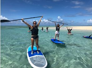 [Miyakojima / SUP] You can land on the phantom island, Uni no Hama, on request! Safe and comfortable with small boats running side by side. Waterproof camera, free rental.