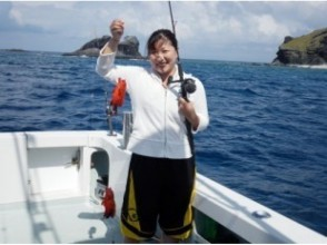 [From Naha] Beginners and children can enjoy it! Half day ship fishing! Image of tropical fishing tour