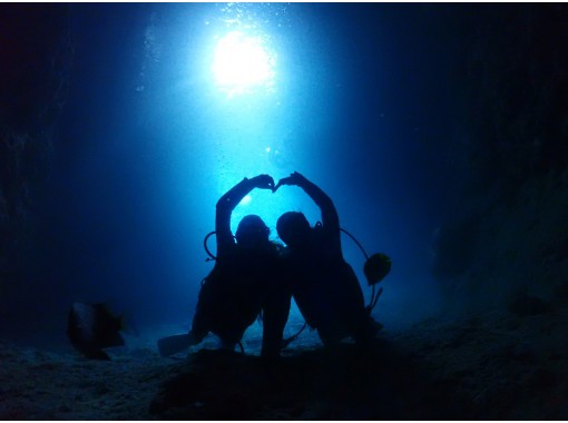 [Okinawa / Blue Cave / Experience Diving] Enjoy feeding the blue cave and tropical fish! Completely chartered! Popular GoPro Photos & Videos Free ★ Super Rare! Local Okinawan Guide ★の紹介画像
