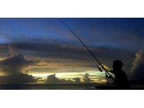 【沖縄・恩納村】フィッシング夜釣りコース♪月明かりの下で大物を狙おう!