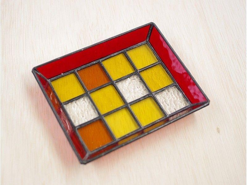 ♪介紹該圖像,以使一個彩色玻璃鑲嵌托盤12片