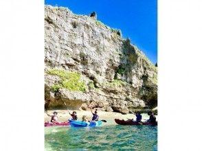 スタッフお勧め!神の島・浜比嘉島の断崖絶壁&プライベートビーチ上陸カヤックツアー!