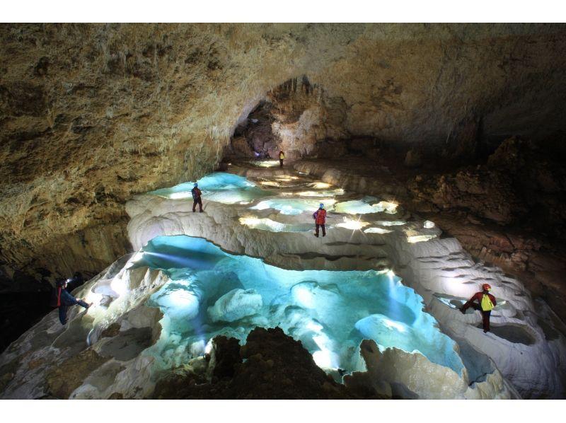 世界的知名度!ケイバー(洞窟探検家)が羨む沖永良部島の洞窟
