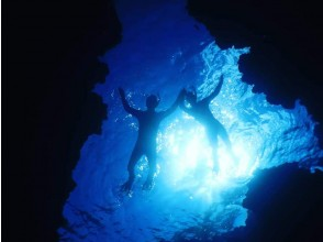 [沖縄石垣市]藍色洞穴潛水經驗,唯一的海上力量現貨石垣島! * *正在實施預防冠狀病毒感染的措施* * *
