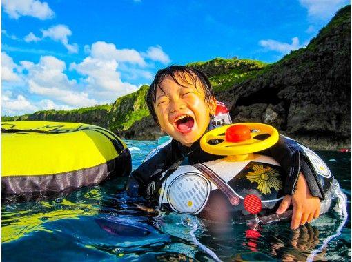 コロナ対策店【沖縄・青の洞窟】2歳~青の洞窟ぷくぷくシュノーケル!水中写真&星の砂プレゼント、餌付け体験も無料
