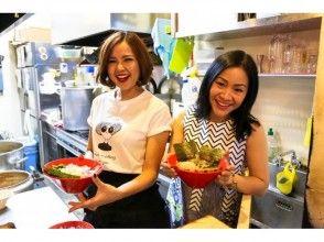 【東京・原宿】有名牛骨ラーメン店でラーメン作り体験★湯切り・炙り・盛り付けに挑戦!美味しく食べよう!の画像
