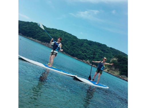 now! Take a leisurely stroll in the beautiful sea of Shimoda with the trendy SUP! (There is also an instructor)の紹介画像