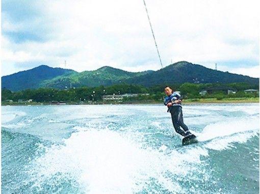 海上のスノーボード!? ウェイクボード体験コース!初心者~貸切も♪