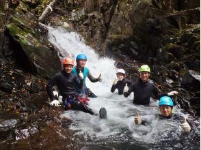 【長野・志賀高原】滝を目指して渓谷を進む!自然を満喫 ♪ キャニオニング半日コースの画像