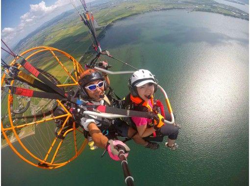 【滋賀県 琵琶湖】パラグライダーで琵琶湖上空へ!タンデムフライト体験コース(Gopro無料記念撮影付)