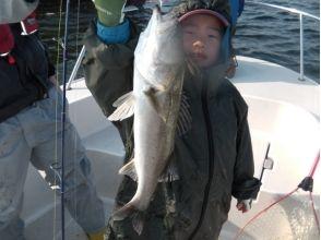 【神奈川・横浜・ジギング】初心者歓迎!シーバスを釣りに行こう♪4時間コースの画像