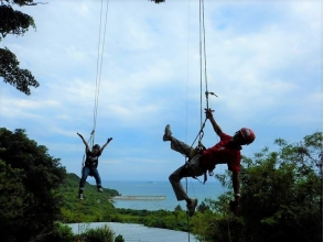 【Okinawa · Southern part】 Tree climbing tree climbing experience and image of island bread making