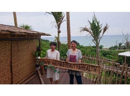 【沖縄・南部】海と森に囲まれたツリーハウスでアロマ整体