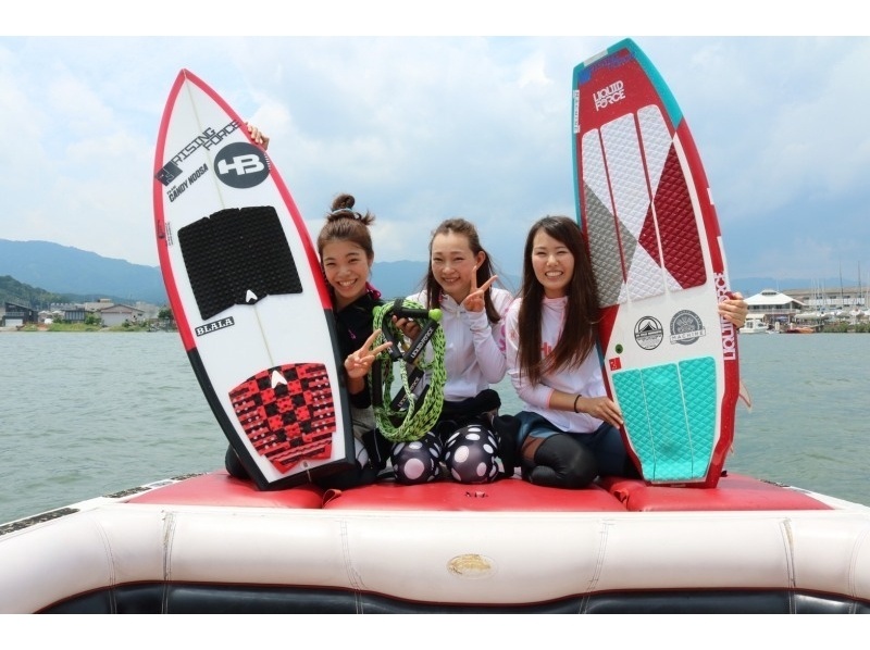 """【Shiga · Biwako】 First time welcome welcome! Wake surfing experience course """"10 minutes (1 set)"""" ♪ you can also BBQの紹介画像"""