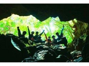 【地域共通クーポン利用可能プラン】このツアーで君も探検家!富士の樹海で大冒険!神秘な森の巨大洞窟探検〜氷の世界へ〜