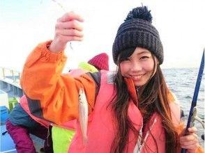 """[คานากาว่า/ Kanazawa Hakkei] ยินดีต้อนรับผู้เริ่มต้นผู้หญิงและเด็ก! สนุกกับการตกปลาบนเรือ """"AM: Shirogis, PM: Seasonal"""""""