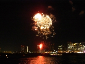 【Kachidoki boarding】 Autumn Odaiba fireworks fishing boat cruise [P010885]