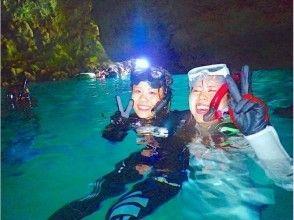 【沖縄・恩納村】ボートで青の洞窟シュノーケル!写真撮影&LINEで3日以内に送りますの画像