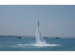 【沖縄・うるま市】気分はアイアンマン!超簡単フライボード体験!の画像