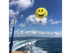 【沖縄・うるま市】大空を翔る空中パノラマ!お気軽パラセーリング!の画像