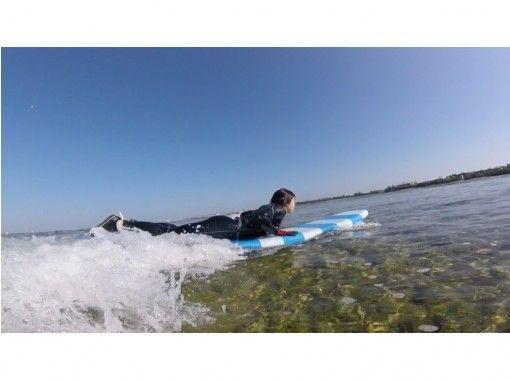 【沖縄・北谷】キャンペーン中!!初心者向け☆南国沖縄で体験サーフィンスクール(60分コース)