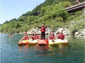【四国・吉野川】水の上の王道スポーツ!カヤック体験(90分)の画像