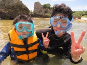 【沖縄・恩納村】のんびり浅瀬でシュノーケル!お子様から泳げない方やシニアの方にもおススメ!の画像