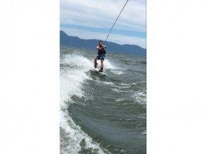 【滋賀県 琵琶湖】初心者でも大丈夫!ウェイクボードしっかり体験コース(15分×2セット)