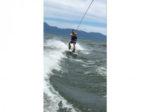 【Shiga prefecture Biwa Lake】 Beginners are OK! Wake board firmly experience course (15 minutes × 2 sets)