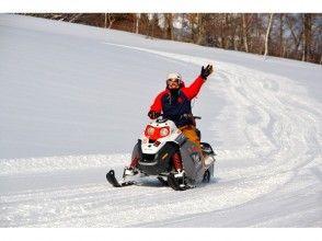【新潟・苗場】練習付だから初心者も安心!スノーモービルツアー(大自然へ飛び込もう!60分コース)の画像
