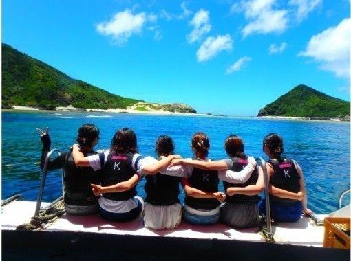 【沖縄・慶良間】クルージング+シュノーケリング+無人島上陸orホエールウォッチング