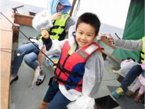 【Okinawa · Nago】 Near Fishing Experience! Tropical fishing basic charter! (Easy 2 hour course)