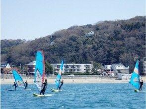 【湘南・逗子】ウインドサーフィンに最適の逗子海岸で新年早々体験してみませんか(初めての方限定)