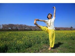 【東京・野川】4/18開催!菜の花満開の野川をウォーキング&ふわふわ芝生でヨガ体験