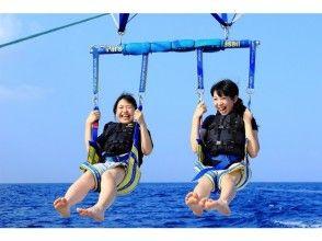 """【沖縄最安】ホエールウォッチング&パラセーリング""""初級""""ロープの長さ50m"""