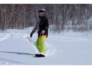 [Gunma, Minakami, Sarugakyo Hot spring] Full of snow play! Snowshoes& powder surf experience plan