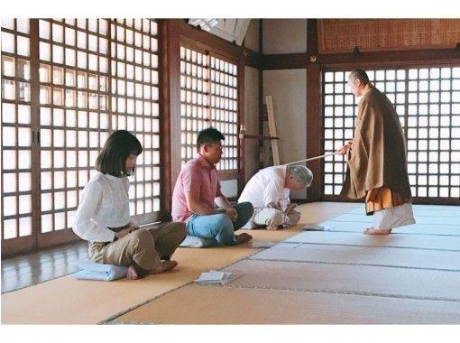 ★貸切★雑誌でも話題の「東京の離れ」。1300年の歴史、 緑に囲まれた美しい寺で、「91代住職」による座禅の紹介画像