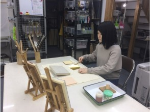 """[Aichi /Chita City] Experience gold leaf pasting-Let's put """"gold leaf"""" on various materials! You can experience it from 12 years old! 3 minutes walk from Teramoto station"""