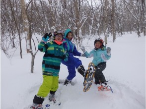 """[Tochigi ・ Nasu] Going with the guide """"Kuma-san"""" who knows Nasu for the first time Snowshoes& Snow play ♪"""