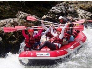 写真・動画が無料、嵐山温泉の入浴がセットになった保津川ラフティング「1日コース」