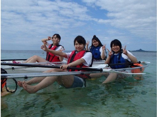 【沖縄・備瀬】シュノーケリングの様な感覚!スケルトンカヤック熱帯魚ウォッチング(90分)
