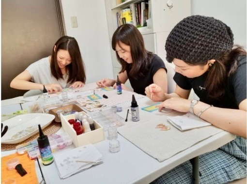 【京都市】アクセサリー作りで楽しもう!UVレジンで創作~ご自分用に・プレゼントに♪(150分コース)