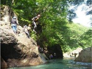 【栃木・那須】夏は川にDobooon! シャワークライミング レギュラーコース(半日)