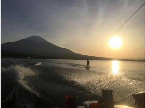 【山梨・山中湖】ゆったりウエイクボード!初心者体験コース