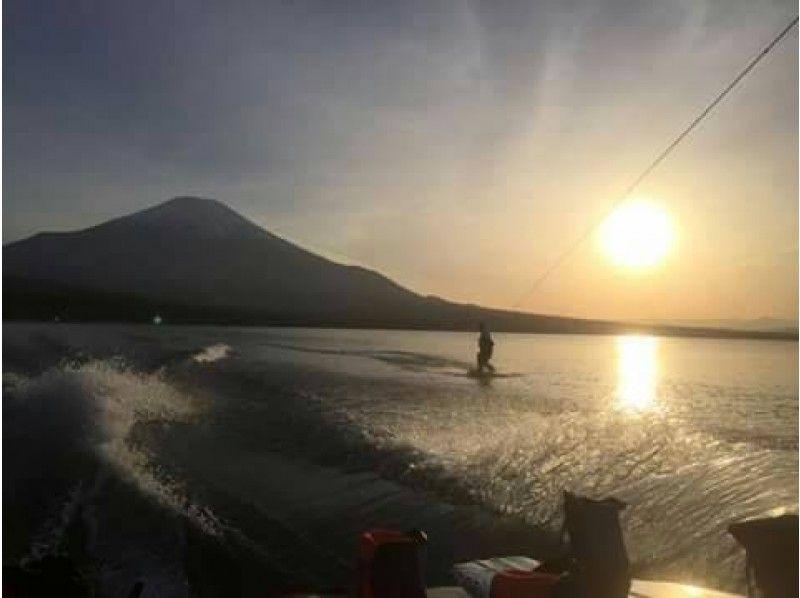【山梨・河口湖】ゆったりウエイクボード!初心者体験コース の紹介画像
