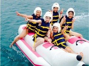 【沖縄・北部】美ら海水族館近くで、パラセーリング&マリンスポーツ2点 (シャークコース)の画像