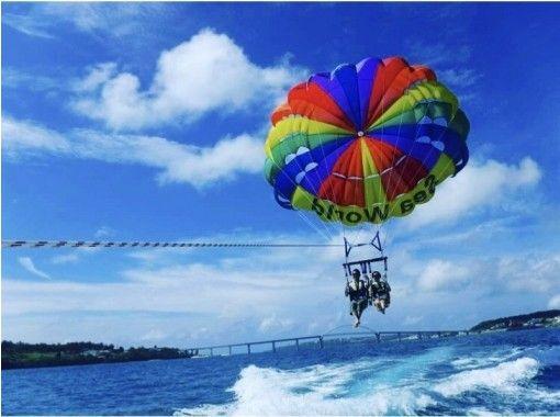 """GoTo Travel Coupon Target Store"" [Okinawa Headquarters] Half-day snorkeling near Minna Island & Churaumi Parasailing (Merlin course)の紹介画像"