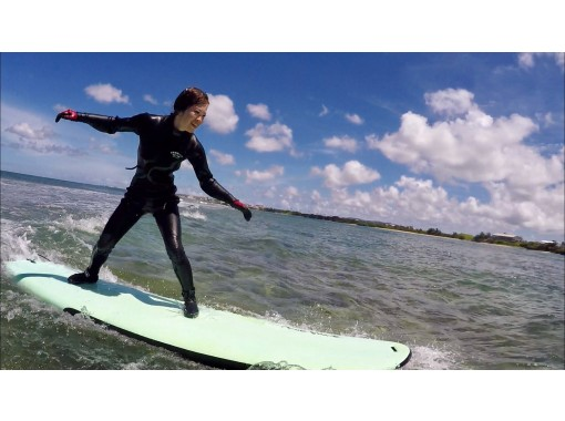 [Naha / Itoman] Famous professional surfers teach happily! For inexperienced people and beginners ☆ Experience-based surfing school!の紹介画像